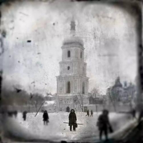 """Caminando sobre la nieve. Kiev, 2014"" - Xavier Ferrer Chust - 200315"